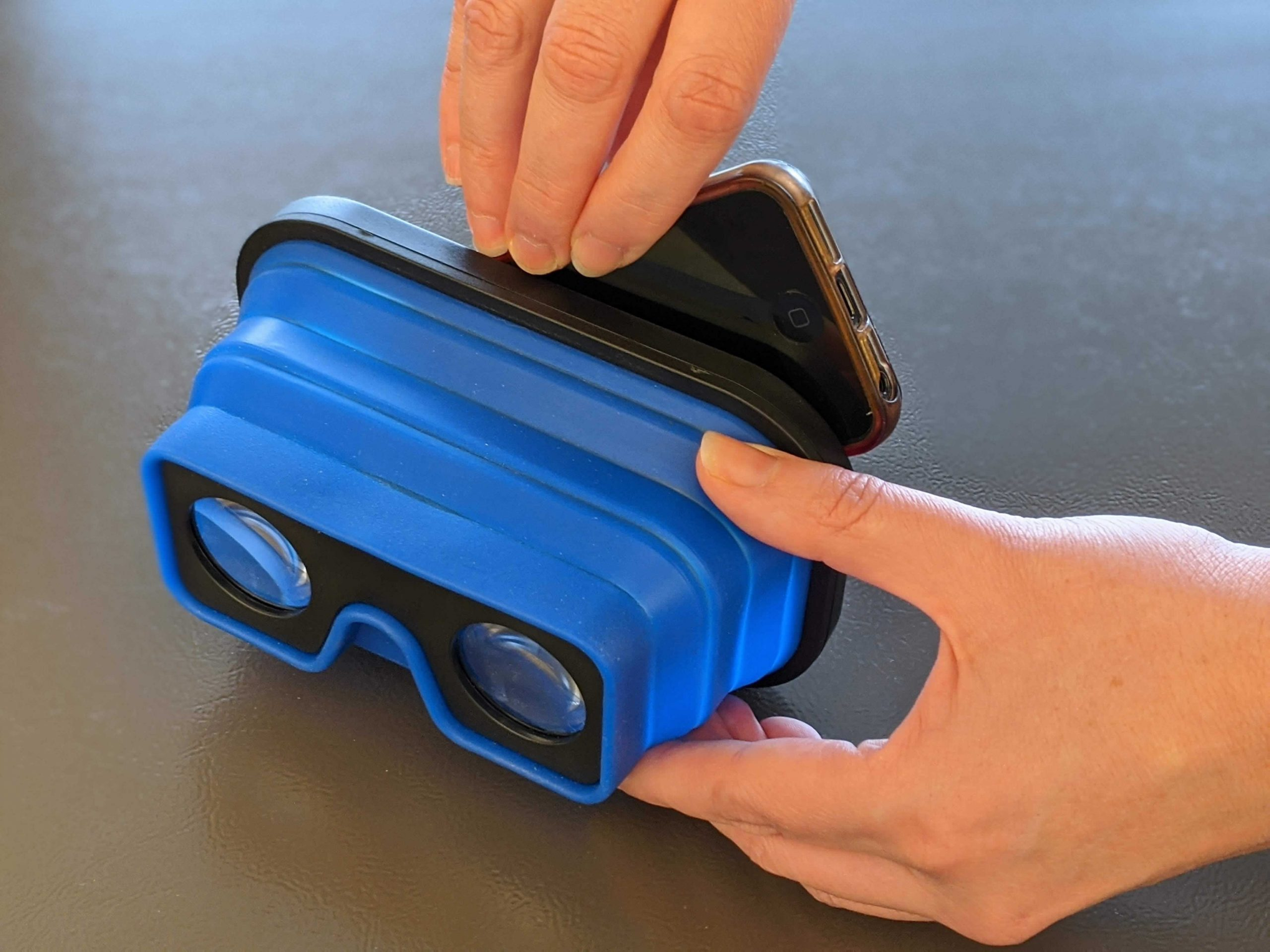 VR Viewer and Phone